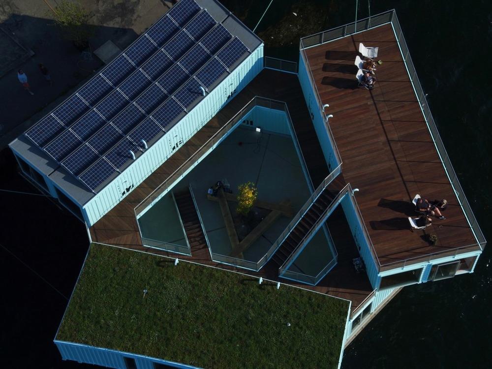 треугольный дом из контейнеров
